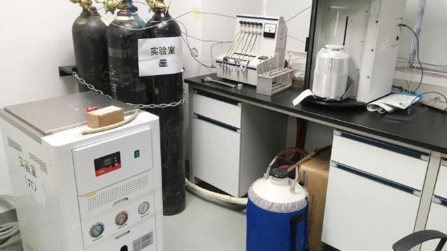 江门市实验室设备搬迁人员欣赏竹器用具