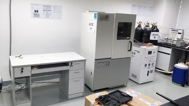 北流实验室设备搬运人员注意流感天气