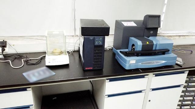 搬实验室中的仪器时如何确保安全